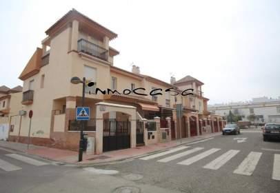 Casa adossada a calle de Cervantes, prop de Calle de Toledo