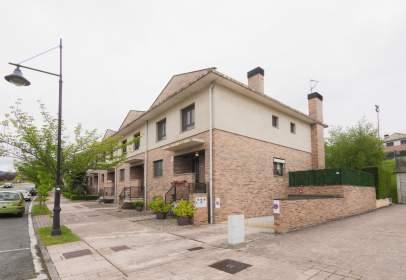 Paired house in calle Urbanización Itaroa, nº 38
