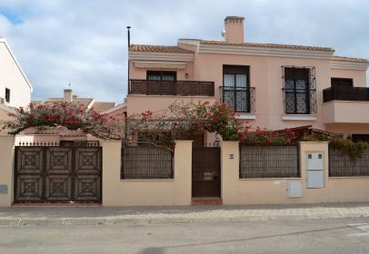 Casa adossada a calle Mandarina