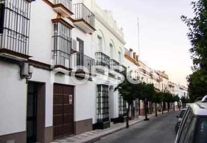 Casa en calle Larga, cerca de Calle de Zuloaga