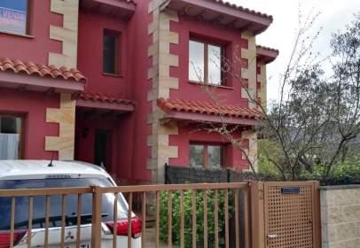 Casa adosada en calle Barrio de Arco
