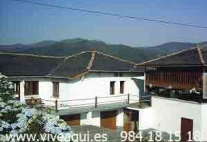 Casa a Conjunto de Casa, Pajar y Hórreo Con Cuadra Debajo A 15 Km de Luarca