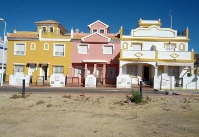 Casa adosada en calle Marte
