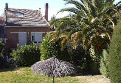 Casa adosada en calle Sierra de Albarracin
