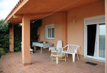 Casa aparellada a Chalet Pareado Muy Bien Situado en Casco Urbano de Escalona.