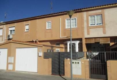 Casa adosada en calle Trillo