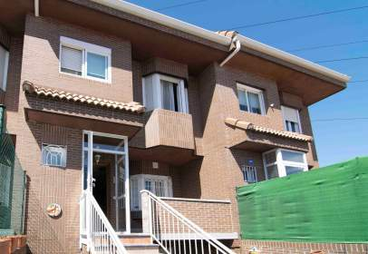 Casa adossada a Fuenlabrada - La Serna