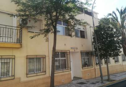 Flat in calle Avenida La Viña, nº 28