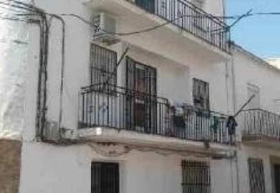 Piso en calle de Valdecanales, nº 3