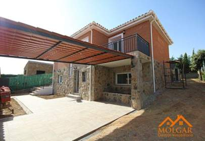 Chalet in calle Rio Linares, nº 536