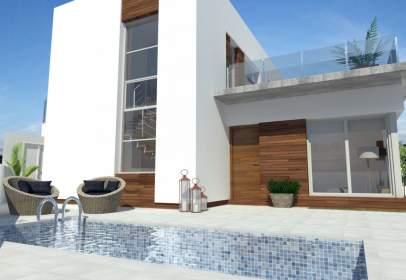 Casa adosada en calle Generalisimo