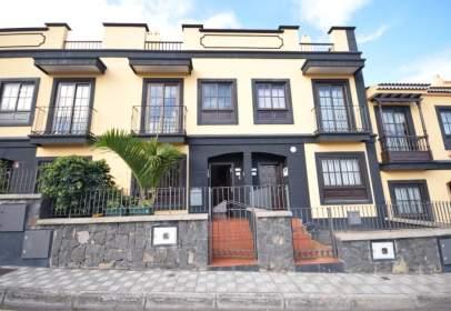 Casa adossada a calle Rector Francisco Hernández Borondo