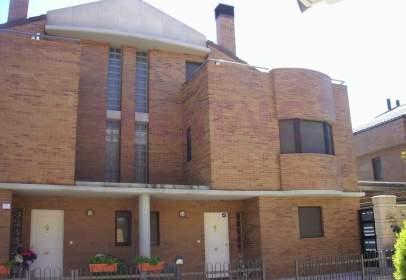 Casa adosada en Miralbueno