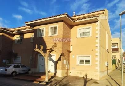 Casa adossada a calle Miguel Gil Corell