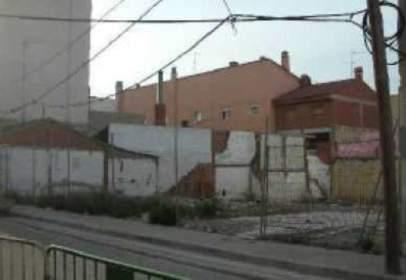 Terreno en calle de Aries