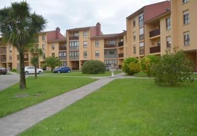 Flat in Avenida Piñuli, Urbanización Parque de Lieres-, nº 3