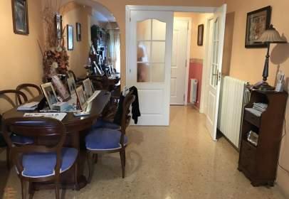 Casa adossada a calle Cortes de Aragón