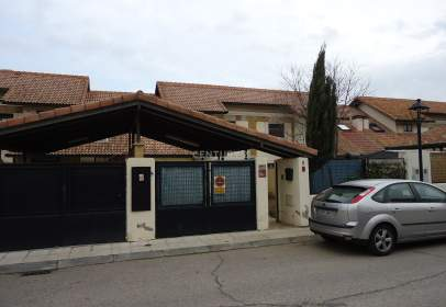 Terraced house in calle Juaquin  Turina