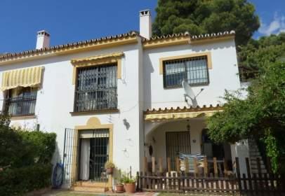 Terraced house in Pinares de San Antón