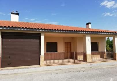 Casa adosada en calle Villarroeles, nº 71