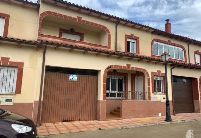 Casa adosada en Oliva de Plasencia