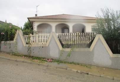 Chalet in Carrer La Hinojosa