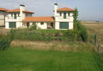 Casa pareada en -