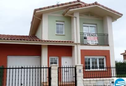 Casa pareada en calle Enrique Bienes Merchan