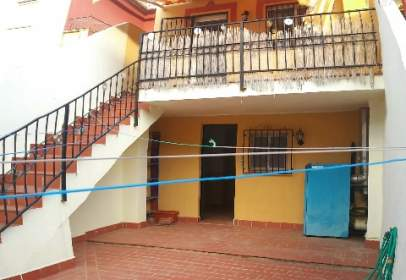 Casa aparellada a Avenida de la Libertad, nº 19