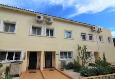Casa adosada en Urbanització de Village, nº 14