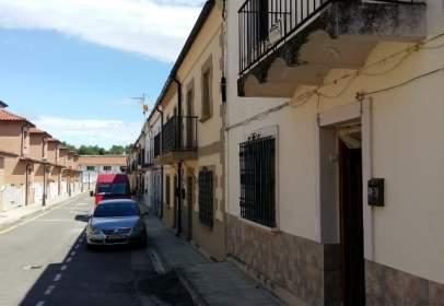 Casa adossada a calle de los Olmares, nº 27