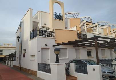 Casa adosada en calle Pino, nº 1