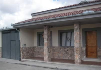 Chalet adosado en calle Escuelas, nº 4