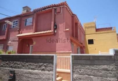 Terraced house in Pasaje los Pasitos, nº 2