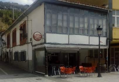 Commercial space in calle de Ramón y Cajal, nº 33