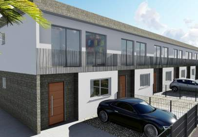 Casa adossada a calle Mirannda