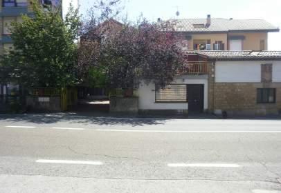 Casa aparellada a calle Jurrio