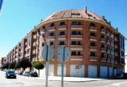 Local comercial en calle Miguel Delibes,  58-72